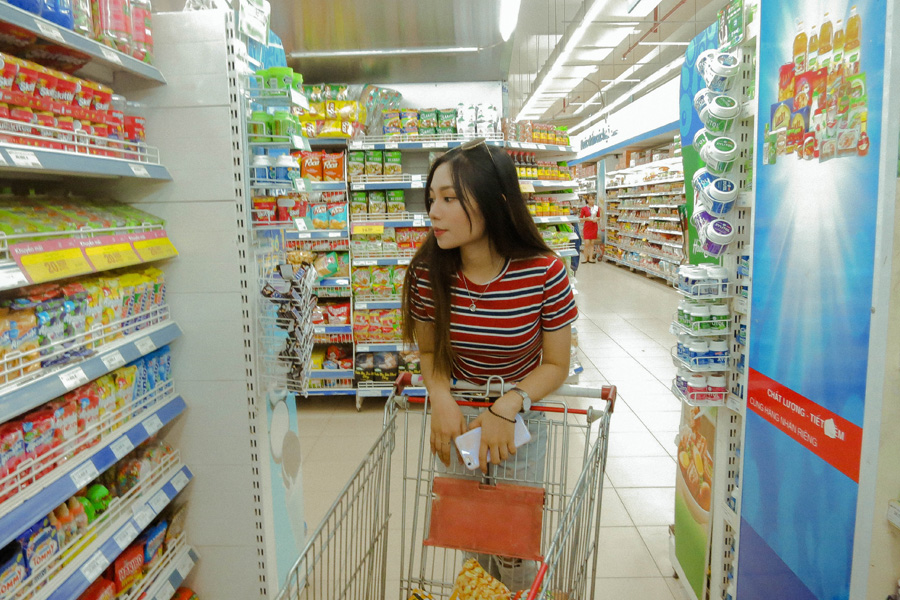 woman at the grocery shopping